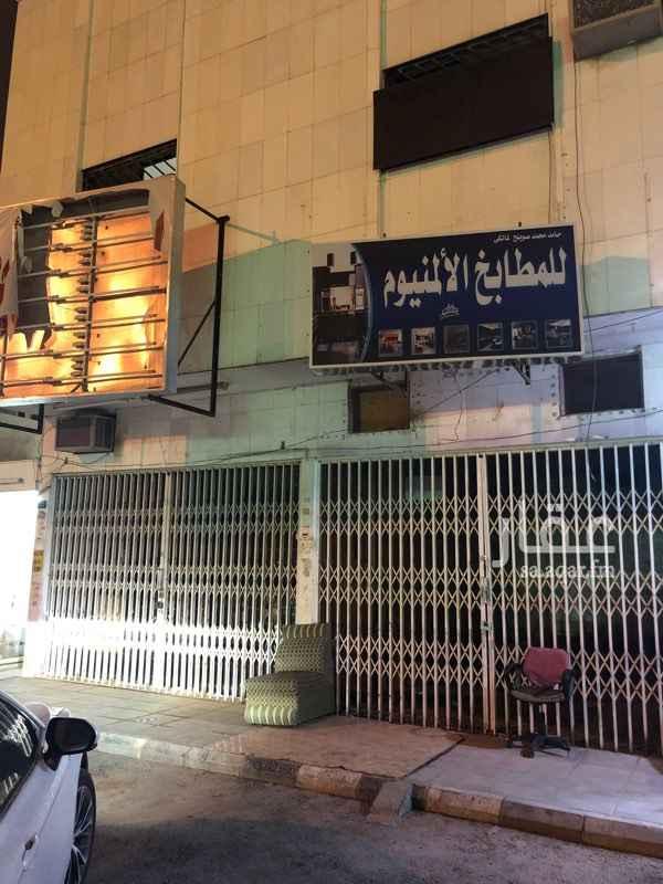 1533729 للأيجار محل فتحتين على شارع الأمير مساعد بن عبدالرحمن  على النازل