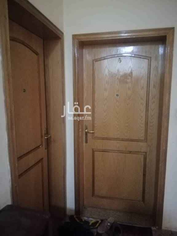 1745175 شقه من ٥غرف و غرفة خادمه و مطبخ و ٤ حمام البيع بدون اثاث ولا مكيفات