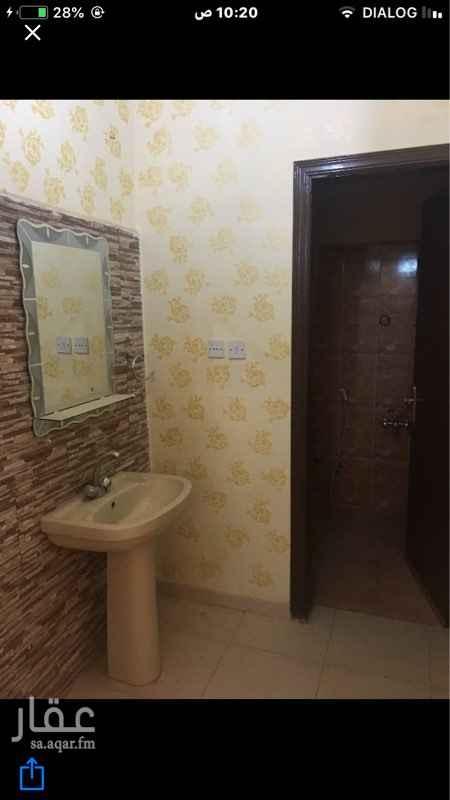 739720 الموقع حي طويق غرب الرياض  للعوائل بدون اطفال وللعرسان فقط  عدد 2 شقه والايجار شهري (1100) اوسنوي(10000) الف /ملاحظة لكل شقة