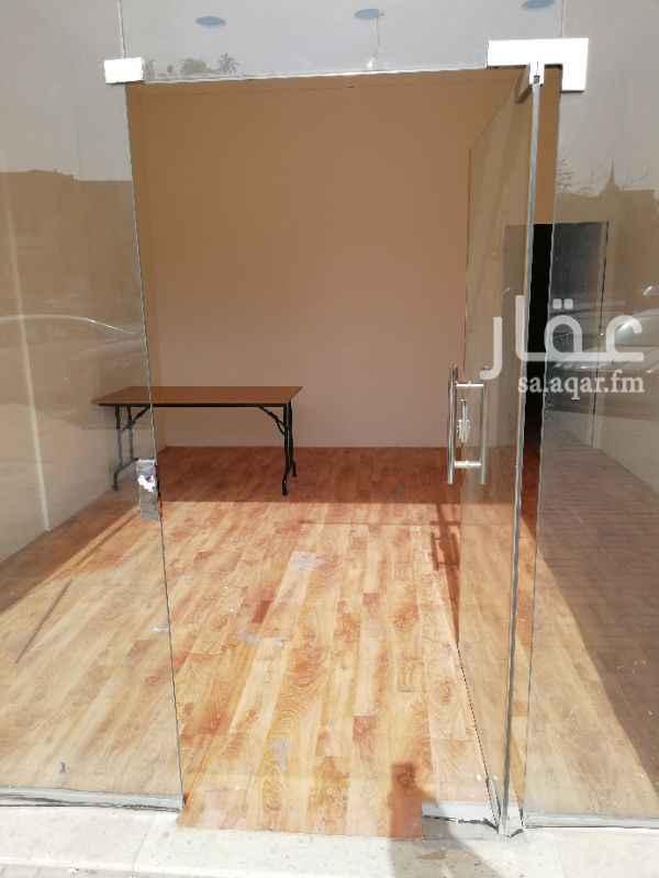 1010739 محل للايجار مساحة مناسبه حوالي 60 متر مربع به حمام ومطبخ موقع ممتاز جدا.