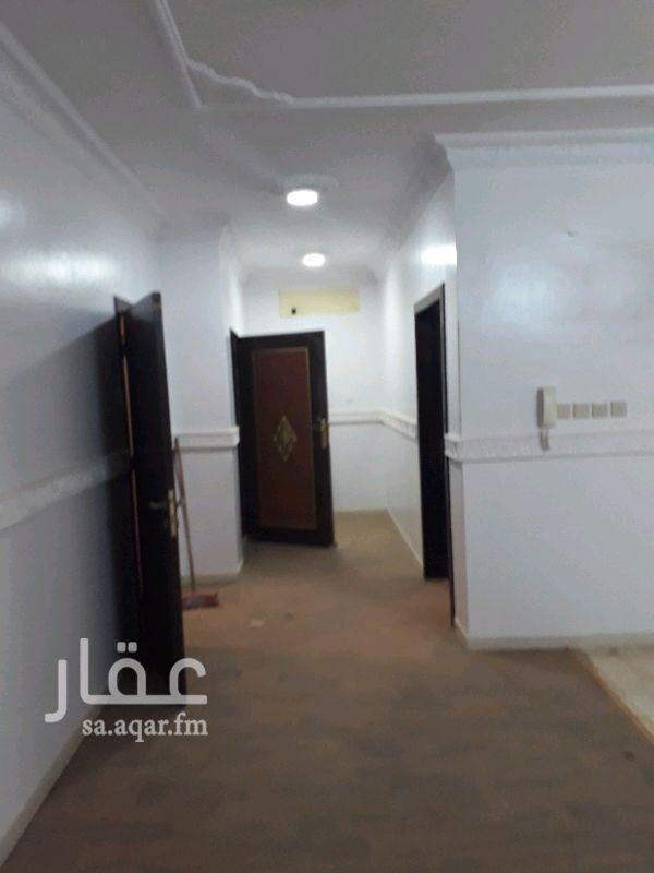 1291918 شقه 3غرف وصالة في فيلا الدور العلوي .مكونه 2غرف نوم وصالة ومجلس. يوجد حمامين. مع سطح كبيرة مره. الشقه نظيفه جدا. مدخلين رجال ونساء .قريب من مسجد. جوال.0538760709