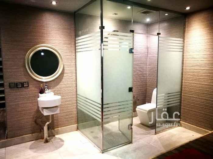 1693040 بناء خاص (ليس استثماري)  شقة موديرن طراز امريكي مناسبة جدا للعرسان او الراغبين/الراغبات بهذا الطراز الانيق.  1- غرفة ماستر ب(حمامها الزجاجي)  2- غرفة ملابس مجهزة بأرفف/ طفل  3- صالة كبيرة مفتوحة + (حمام تصميم فاكتوري) 4- مطبخ فاخر امريكي تصميم مطابخ المانية ، مفتوح على الصالة . 5-مساحة للحديقة 4*6 يفصلها عن المطبخ باب زجاجي بعرض 6م 6- غرفة غسيل ملابس  7- مستودع مخفي مرافق للمطبخ  الشقة (كاملة) تم تركيب الباركية الفاخر بها، اضاءات أرضية سبوت لايت للتحكم بالإضائة.  *برجاء التواصل عبر الواتساب فقط