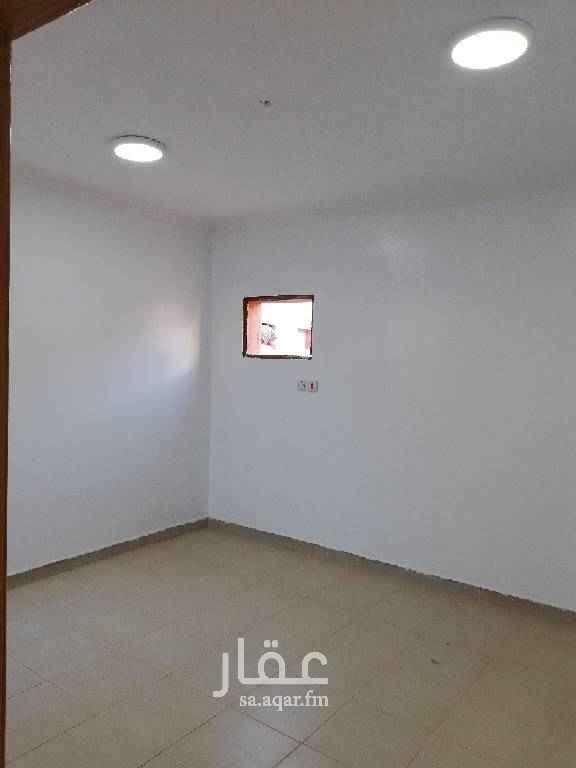 1438808 ملحق 3غرف وصاله وحمامين ومطبخ مع السطح خلف جامع القريني على الممشى قريب من الخدمات السعر 1200ريال شهري 0508115688