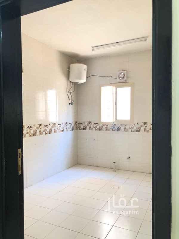 1761736 شقة بالسطح عمرها سنتين نظيفة تحتوي على  غرفتين و صالة و مطبخ و مجلس و دورتين مياه  التواصل مع صاحبها ابو تركي 0555200590