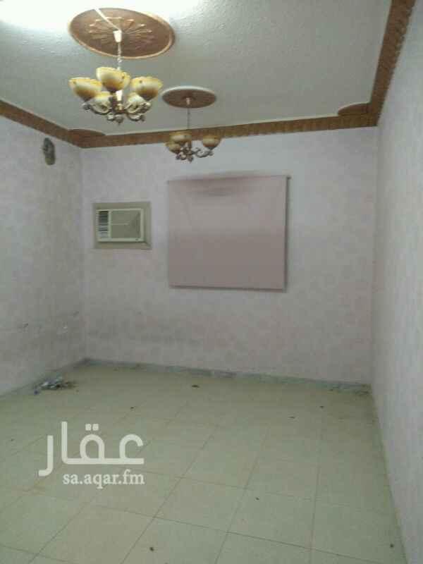 1689759 شقه 4غرف وصالة وغرفة شغالة مكيفات ومطبخ ركب ..