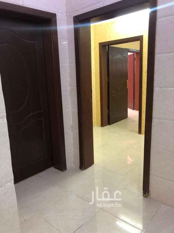 1578513 شقه ٣ غرف ومطبخ وصاله ودورتين مياه شبه جديده ايجار شهري ١٢٠٠ ﷼