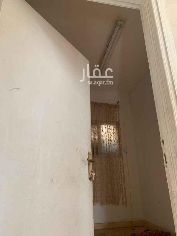 1578250 للايجار دور علوي بأم الحمام   ٤ غرف وصالة ودورتين مياه  للتواصل  ابو سعد 0508444998