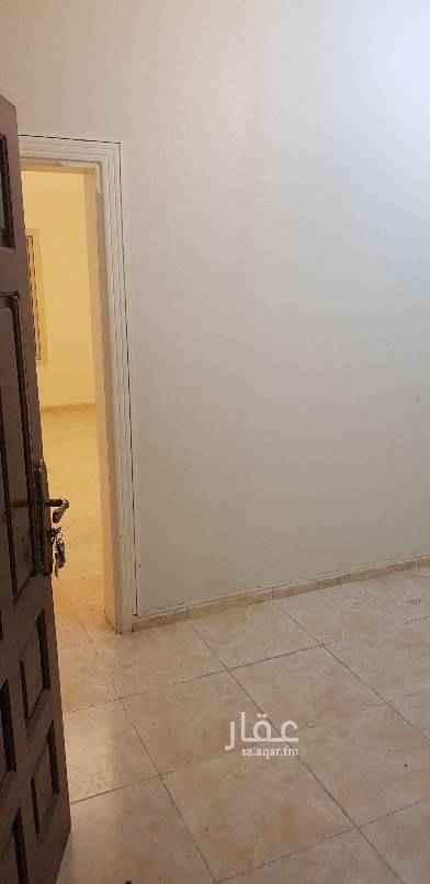 """1470408 يوجد لدينا شقة للايجار من :-  ٣ غرف، بدون صاله،  دورات المياه، مطبخ راكب  شقة نظيفة و مجددا. .. قريبه من الخدمات و الشارع العام. .. ايجارها ب١.٩٠٠شهريا شاملة الموية و الكهرباء. .. """" باقي آخر شقة في العمارة من ٣ غرف """" غ مباشر. .. للتواصل /  موبايلي : ٠٥٦٦٣٩٣٩٥٥ سوا      : ٠٥٠٨٤٨٩٦٥١"""