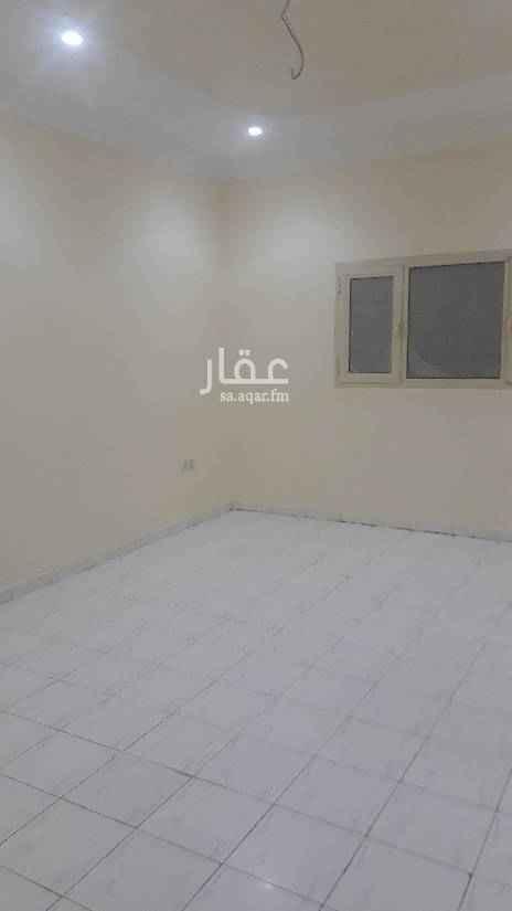1653487 يوجد شقه للايجار بحي الصحافه تتكون من ثلاث غرف نوم وصاله 2حمام مطبخ ومكيفات راكب