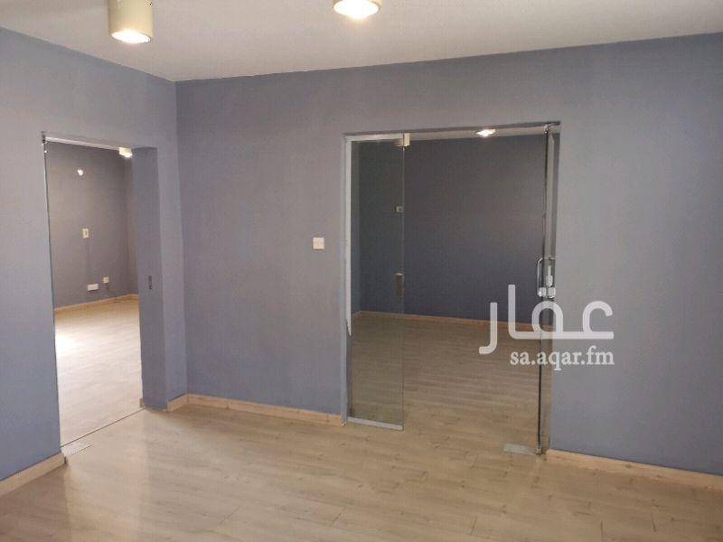 1103840 مكتب للإيجار في الدور الثاني غرفتين وصالة ودورتين مياه ومطبخ موقع مميز طريق الإمام سعود مخرج 9 الإيجار 28000 ريال.