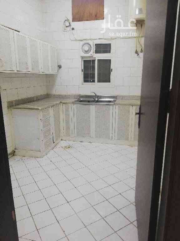 1565252 للايجار شقة عوائل ٣ غرف وصالة مجددة مطبخ راكب التكيف شباك. يوجد حارس للتنظيف العمارة.