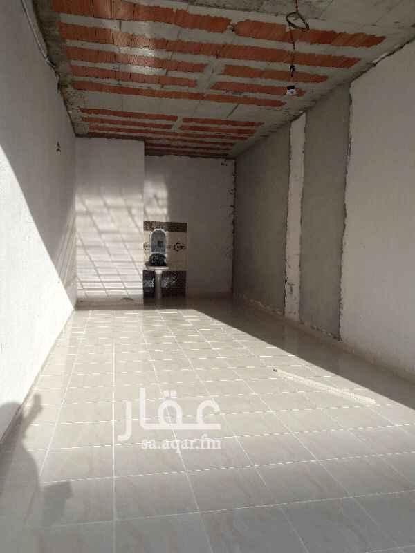 1412863 محلات للايجار بشرق الرياض الرمال التعمير تصلح لاي نشاط تجاري مساحه٤٠ متر واكثر  عرض المحل ٤متر في طول اكثر من ١٠ متر مطلوب ١٨ الف ريال علي دفعتين