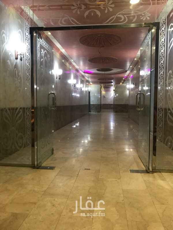 1349268 يوجد لدينا شقق عزاب للايجار الشهري ٣ غرف وصاله + حمام  وغرفتين وصاله + حمام  وغرفه وصاله + حمام
