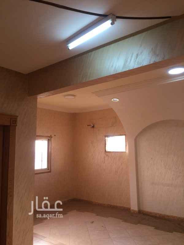 1687716 شقه عوائل للايجار تتكون من 2 غرفه نوم ومجلس ومقلط وصاله  ومطبخ امريكي راكب و3 دورات مياه منها ماستر