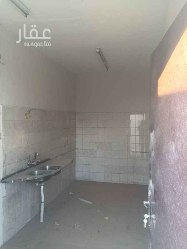 1725701 استراحه للايجار تتكون من 2 غرفه نوم وغرفه مشب ومطبخ ودوره مياه وحوش حي القادسيه