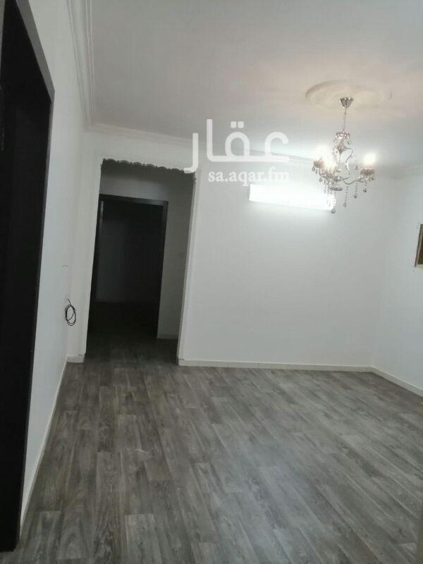 1559490 دور علوي ثلاث غرف نوم ومجلس ومقلط وصاله ومطبخ وثلاث حمامات مطلوب ٢٥٠٠٠