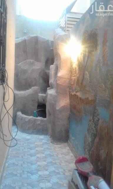 1796143 درج داخلي مساحه ٢٧٢م تحت استقبال فوق غرف نوم مع غرفتين بالسطح مكيفات راكبه موقع ممتاز قريب مسجد