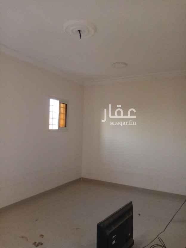 1819863 غرفه وصاله ومطبخ وحمام دور ثالث مع سطح داخلي للشقه