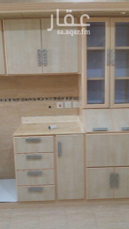1397473 دور علوى مستخدم تشطيب ممتاز  ٣ غرف نوم ومجلس ومجلط وصالة و٥ حمامات ومطبخ وغرفة غسيل  مطبخ راكب مكيفات اسبيلت راكبة
