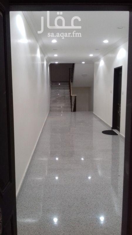 1559561 شقة لوكس مستخدمة بعمارة جيدة  ٣ غرف وصالة ومطبخ و٢ حمام  مطبخ راكب ومكيفات راكب اسبيلت