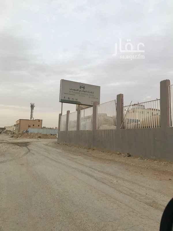 1425266 حوش على طريق الملك عبدالعزيز للايجار  شارعين 60 الملك عبدالعزيز وشارع 30