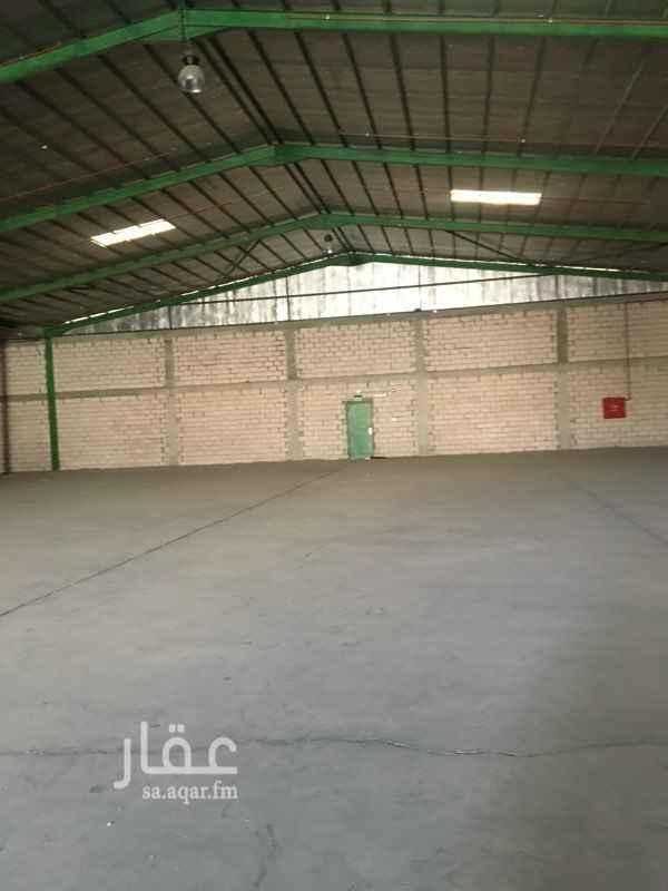 1723436 مستودع للايجار مساحة 3100م مفتوح مع بعض عدادين كهرباء مستودع نظيف مليس