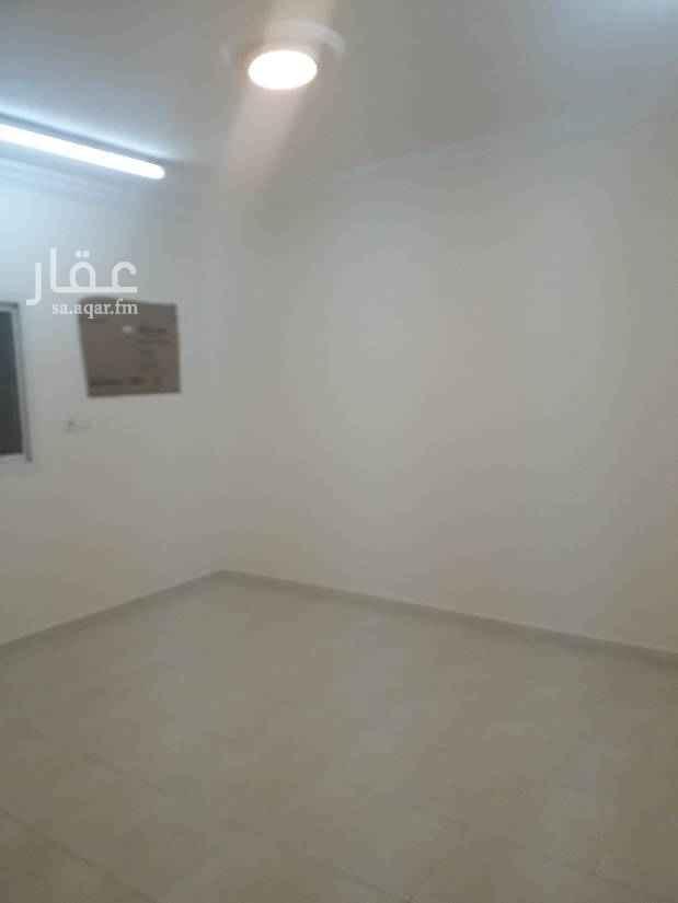 1503895 شقتين الاجار اربع غرف وصاله واحد مع سطح شهري ١٤٠٠قريب من شارع البجادي