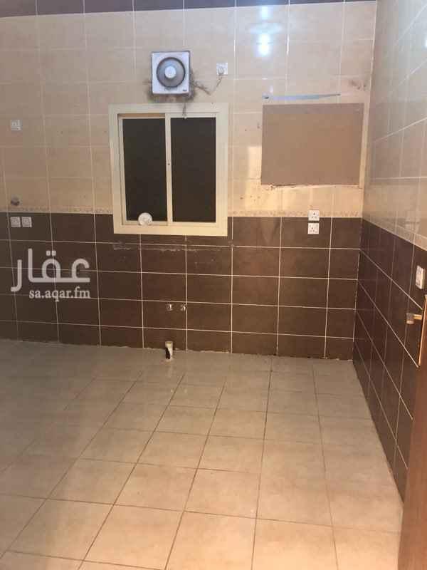1650745 شقه للايجار بحي الريان (الثرياء) اربع غرف وصاله دورتين مياه تشطيب ممتاز غرف واسعه مدخلين السعر على دفعتين 14500  او شهري 1300