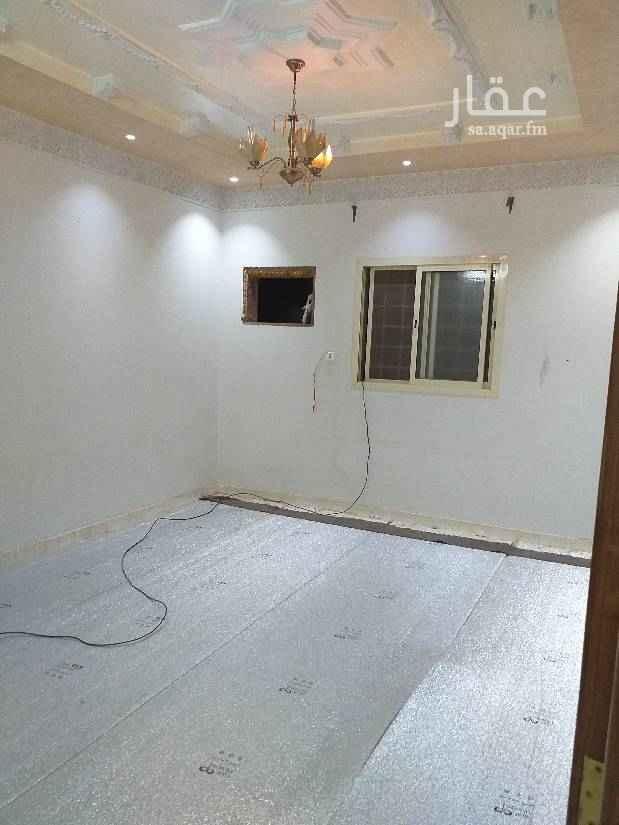 1754654 شقة للايجار فى عمارة تجارية عبارة عن ثلاث غرف وصالة و٢ حمام ومطبخ دور ارضى  الكهرباء منفصل