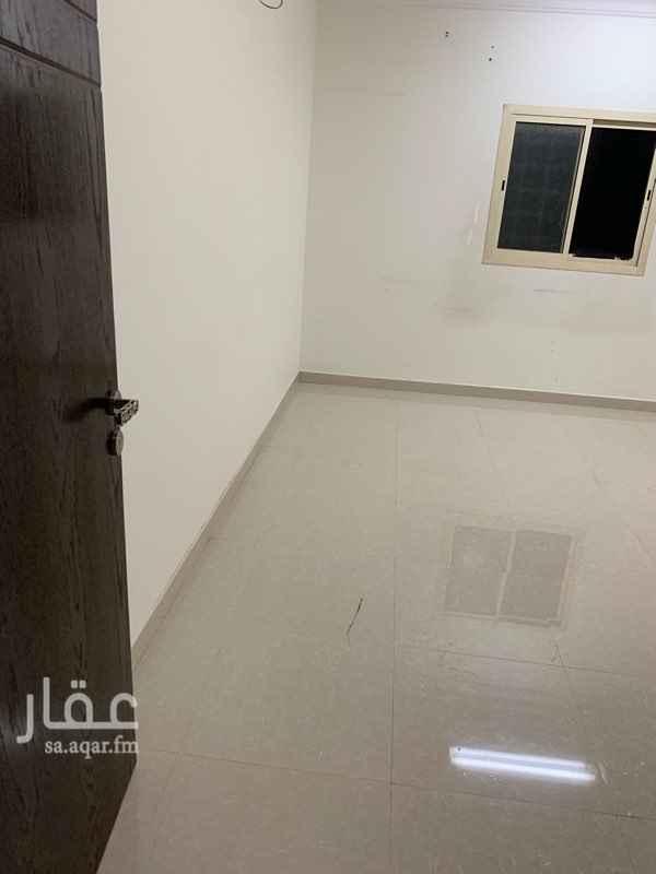 1284997 يوجد شقه للإجار تتكون من  مجلس+ وصاله + ومطبخ + وغرفتين نوم + و 2 دورة مياة + ومستودع + وسطح   يوجد مدخلين للشقه