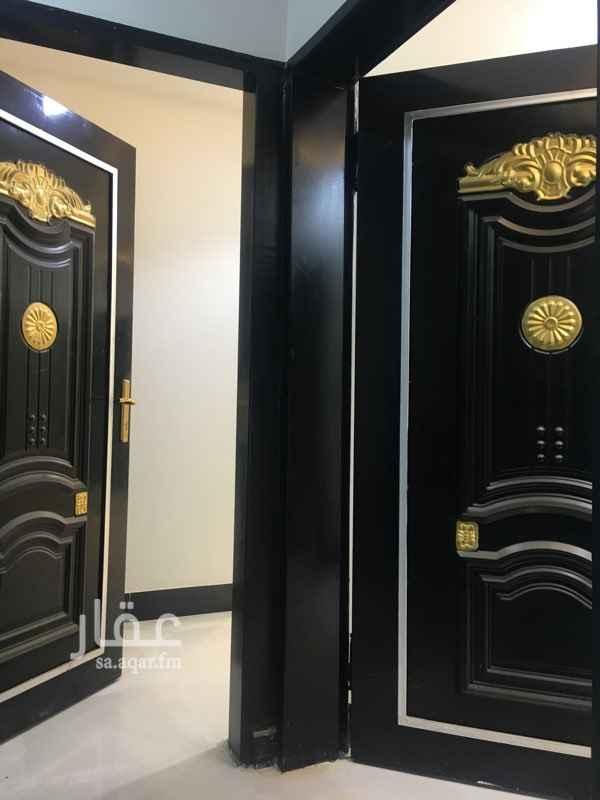 1757034 شقه جديده بالدور الثاني ٣غرف وصاله مدخلين  قريبه من المطار والخدمات والمسجد  الاجار سنوي