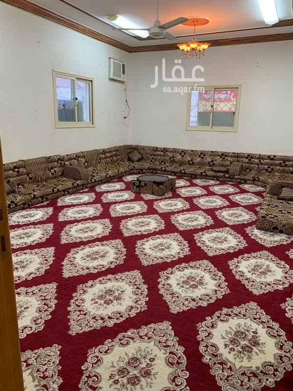 1691124 شقة موثثه ف حي الراقي خميس مشيط. للايجار شهري او سنوي.  مدخلين.