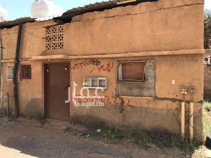 1677524 يوجد عدد 2 بيوت شعبيه  كل بيت مكون من 3 غرف وصاله ينفع للسكن  كل بيت اجاره ب 500 ريال