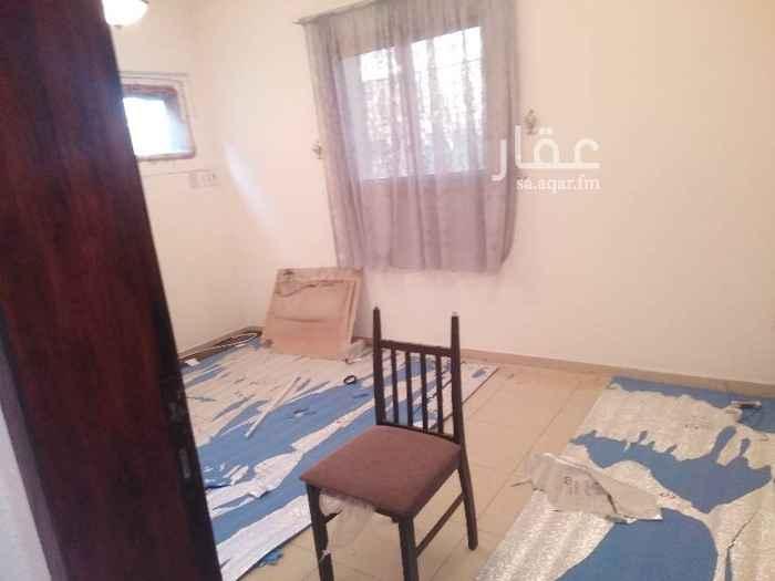 1743388 الإيجار شقة عوايل من ٤غرف مدخلين في البايونية