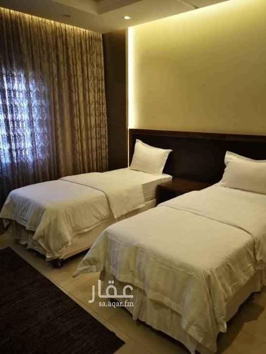 1688221 شقه موثثه تاثيث فندقي عدد 4 غرف 3 حمامات وصاله ومطبخ