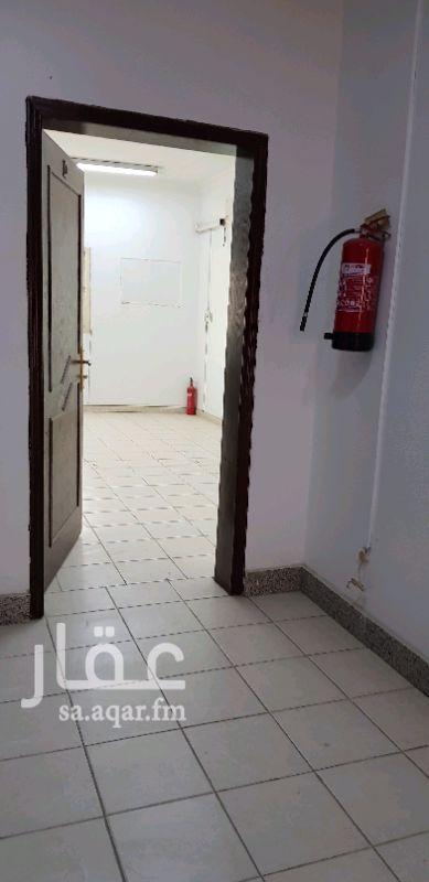 1111337 الكهرباء شامل الايجار  مكتب رقم ٤ عدد ٣ مكاتب و صالة ومطبخ و٣ دورات مياه