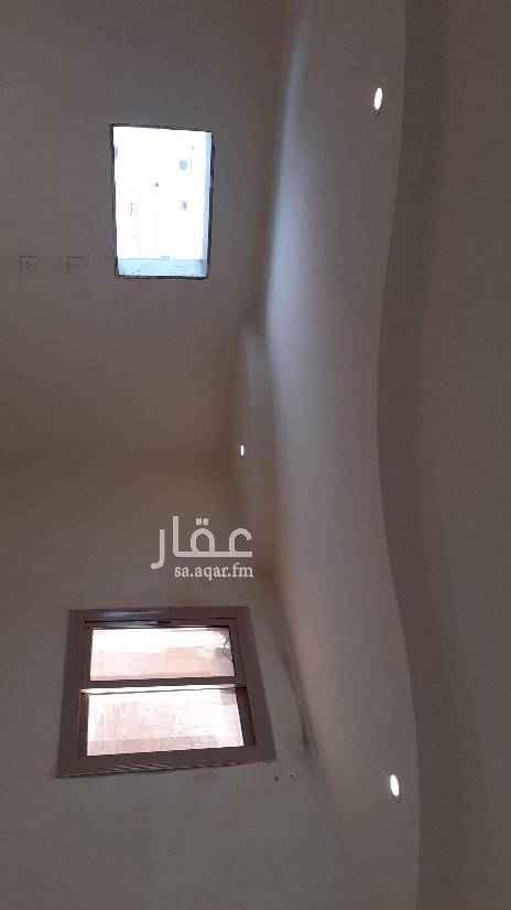 1588325 شقة في العتيبة ريع الحل الخط النازل ثلاثة غرف ومطبخ وحمام جبس وسراميك
