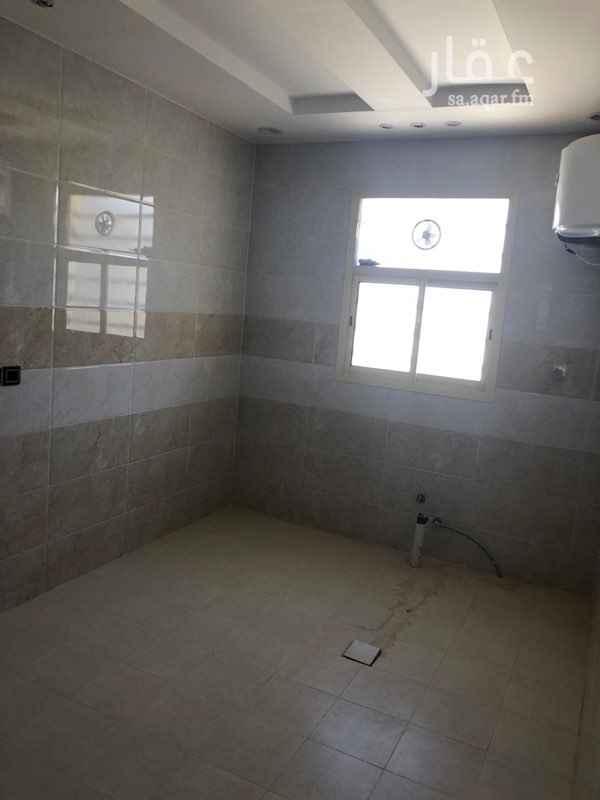 1702685 شقة جديدة في فيلا في الدور الثالث يوجد مدخلين للشقه لاتحتوي على سطح تقع شمال طريق الملك سلمان التواصل واتس فقط