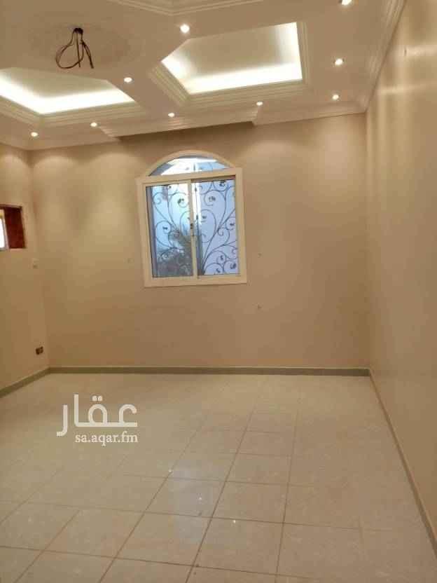 1635138 شقه للإيجار في حي المنار بجوار مسجد ٤غرف ٣ دورات مياه مطبخ صاله كبيره في فله الدور الأول درج