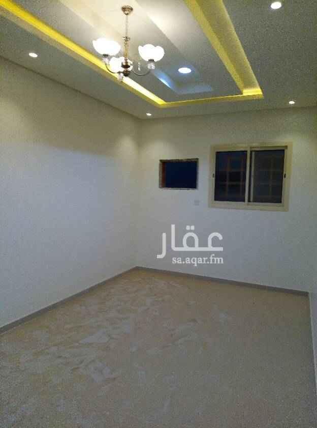 1628777 شقه للايجار تتكون من ثلاث غرف وصاله وحمامين ومطبخ مدخلين  جديد