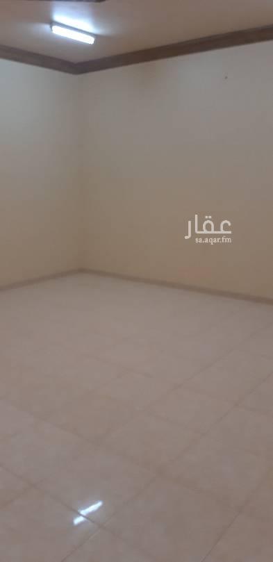 1592074 ايجار  شقه مع سطح صغيرة يوجد في سطح مكيفات  شقه3غرف وصالة حي اشبيليا أركان  موقع ممتاز قريب على مسجد  استفسار المرجو اتصال 0551813034  في حالة لم يثم المرجو إرسال وتساب