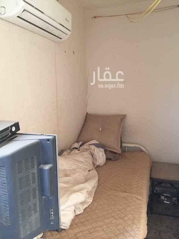 1583983 غرفة سائق مؤثثه فقط تحتاجه تنظيف  فيها مطبخ ثلاجه مكيف سرير  السعر قابل لتفاوض وشكراً