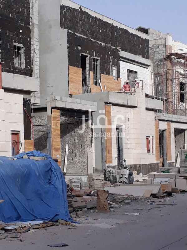 فيلا للبيع فى طريق الإمام عبدالله بن سعود بن عبدالعزيز الفرعي ، حي القادسية ، الرياض صورة 1