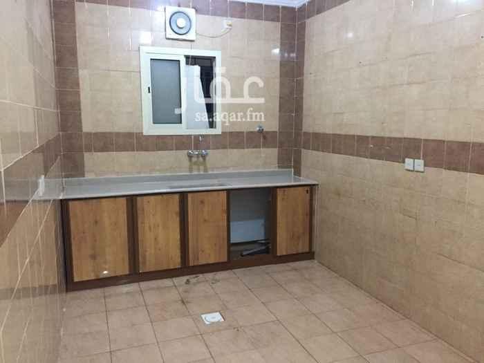 1394835 ثلاث  غرف نوم  صاله مطبخ   دورتين مياه  مدخلين الشقه نظيفه  يوجد قريب خدمات  ............................   التواصل ابوموسي  0532474846 ......................