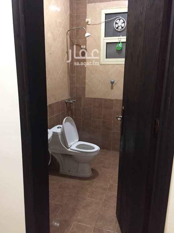 1461506 الشقه مكونه من غرفتين نوم  صاله  مجلس  دورتين مياه  الشقه نظيفه  وا مجدده  الإيجار شهري شامل الماء