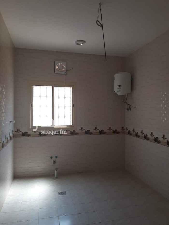 1582827 ايجار شقة جديدة حي القادسية ثلاث غرف وصالة وحمامين ومطبخ دور علوي ودور ثالث قريبه من المسجد علي شارعين