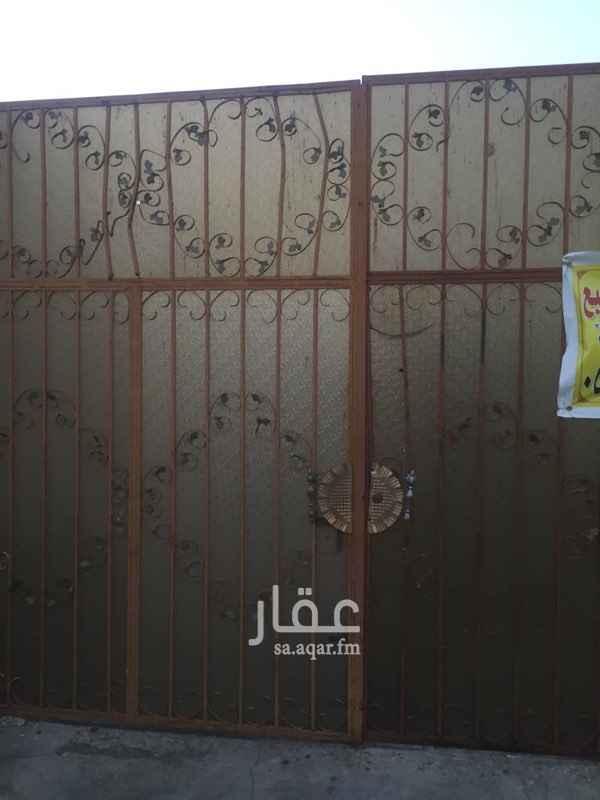 1695963 بسم الله الرحمن الرحيم  مكتب النجم الذهبي للعقارات والمقاولات والخدمات العامه تقدم لكم اجمل عروضاتها  استراحه للبيع في الحسينيه حي القرعه  تتكون الاستراحه من غرفتين وحمامين وصاله ومطبخ  جميله جدا ومساحتها ٦١٣متر   صك الكتروني   فرصه لمن يرغب بحلا  وكل ذلك ب ٤٥٠٠٠٠ الف ريال قابل للتفاوظ