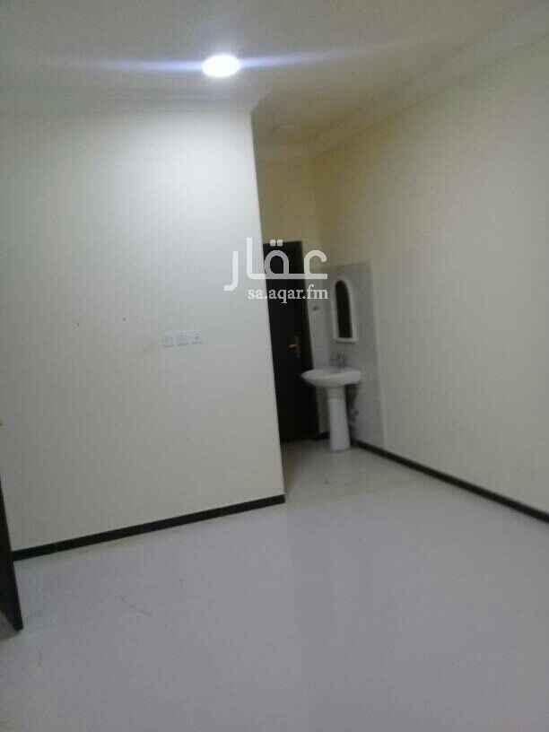 1515692 شقة مدخل خاص سطح داخلى  غرفة نوم ماستر الرمال التعمير شارع ٢٠ موقع مميز شرق المزاد الدولى للتواصل على الجوال فقط 0532719086