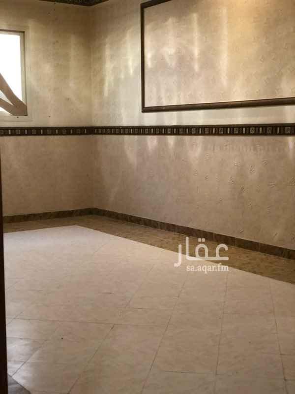 1741798 شقه عبارة عن ٤ غرف وصاله و٣ دورات مياه ومطبخ  بحي الحمراء الشرقي
