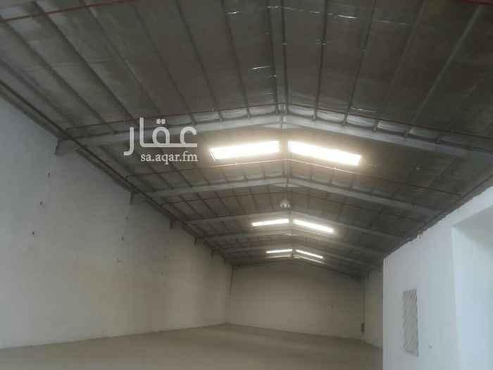 1389953 مستودعات للايجار مساحات مختلفه جنوب الرياض كامل الخدمات مساحات تبدا من 300الى 10الف م  وسعا  مختلفه